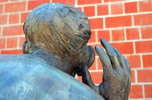 Sculpture Listen